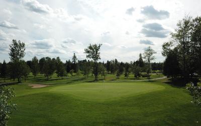 Analyse comparative des mesures de santé publique sur l'ouverture des clubs de golf à travers le Canada